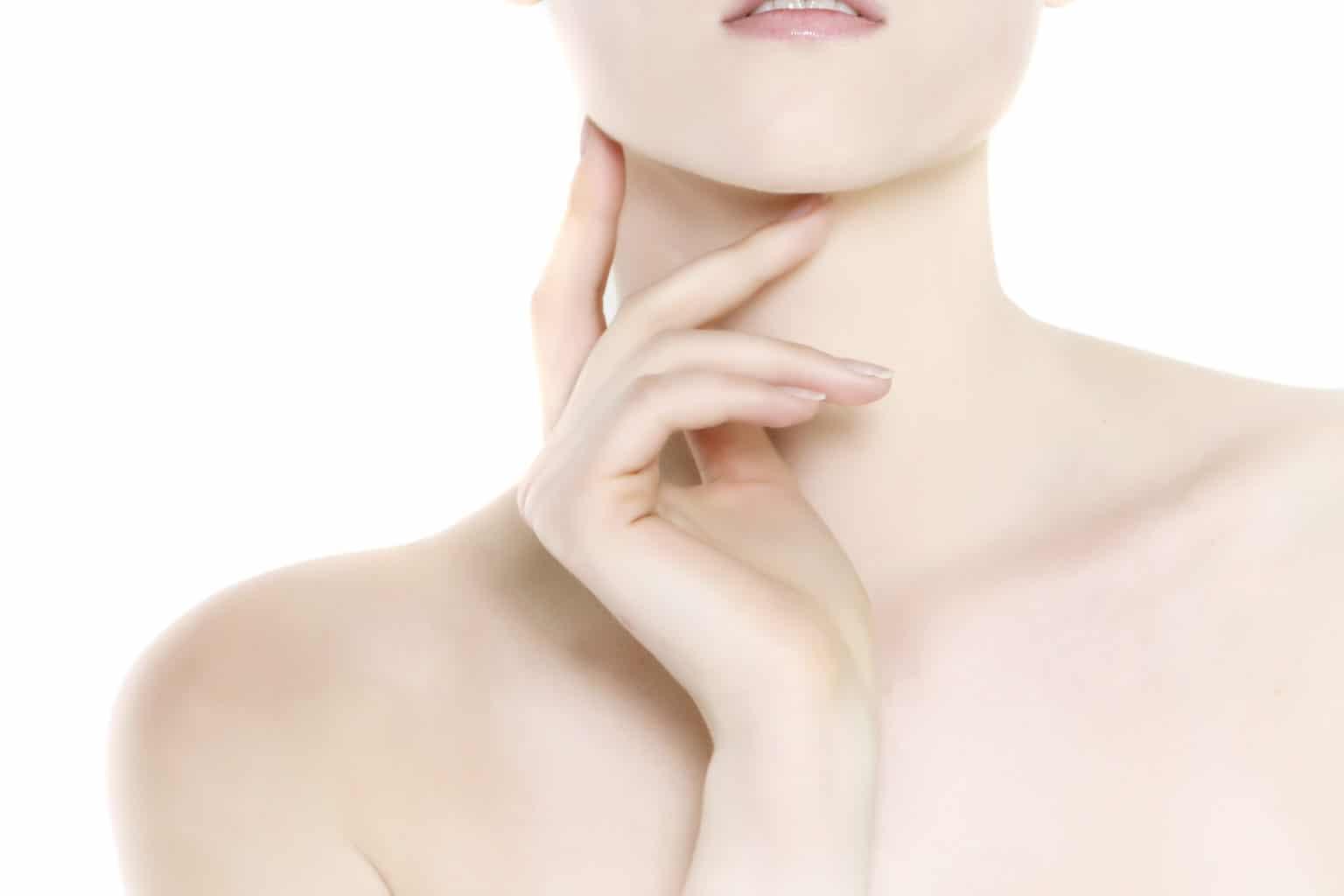 Halsplastik kvinnas nacke