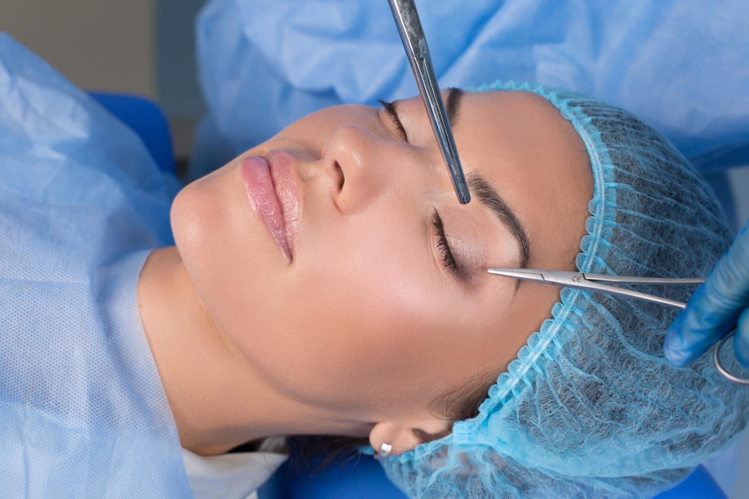 Under en operation av ögonlocken